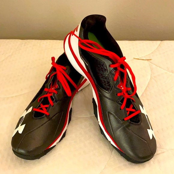 NWOT Under Armour Clutchfit Charged Sneaker 13